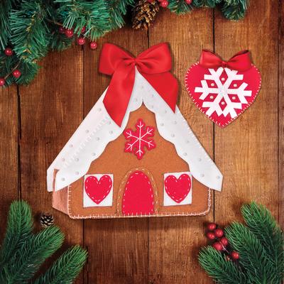 """Новогодние игрушки из фетра """"Пряничный домик и сердечко"""""""