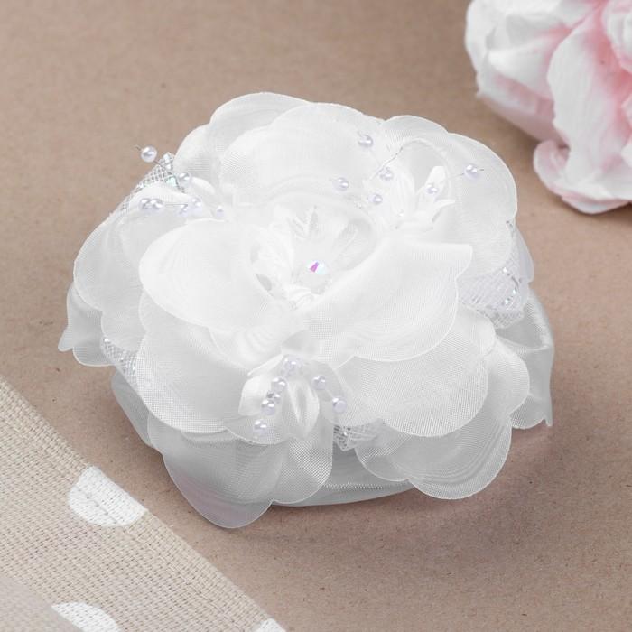 """Бант для девочек с резинкой """"Безешка"""", с розовыми цветочками, 11 см, белый"""