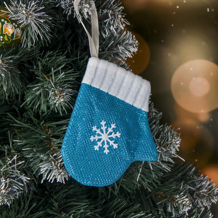"""Мягкая подвеска """"Варежка со снежинкой"""" 9*11 см, голубой"""