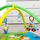 Коврик развивающий с бортиками «Лужайка с машинкой», дуги, 4 игрушки - фото 105523866