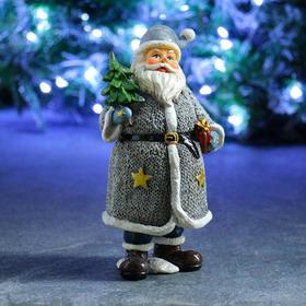 """Фигура """"Дед Мороз с елкой и подарком"""" в белом 10х12,5х22см"""