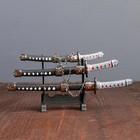 Сувенирное оружие «Катаны на подставке», коричневые ножны, подвес в виде металлической цепи