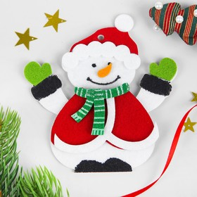 Набор для творчества - создай ёлочное украшение из фетра «Снеговик в шапочке»