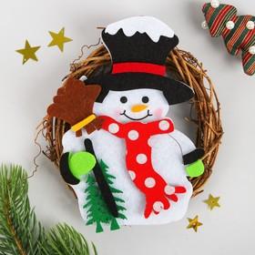 Набор для творчества - создай новогоднее украшение «Венок - снеговик с метлой»