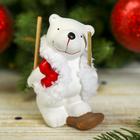 """Сувенир керамика """"Белый медвежонок в красном жилете на лыже"""" 9,5х6,3х5 см"""