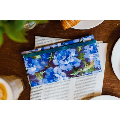 Female purse, 3 sections for cards, the color blue