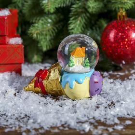 """Сувенир полистоун водяной шар """"Рожок мороженого с домиком"""" d=4,5 см"""