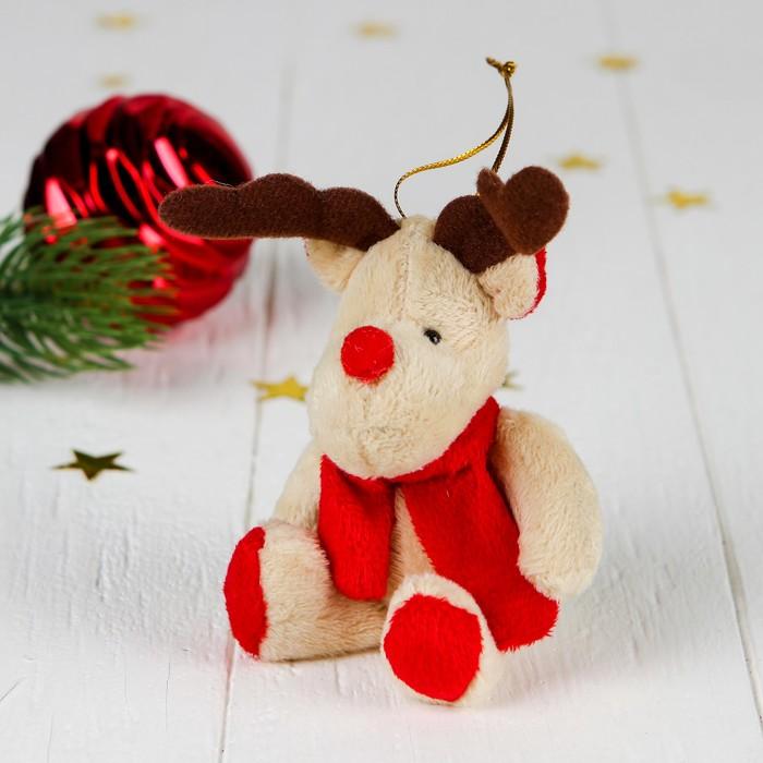 """Мягкая игрушка-подвеска """"Северный олень в шарфе"""" цвета МИКС"""