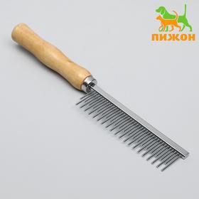 Comb-raznosol with wooden handle, 19.5 x 3.5 cm