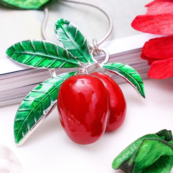 """Кулон """"Ягоды"""", цвет красно-зелёный в серебре, 43 см"""