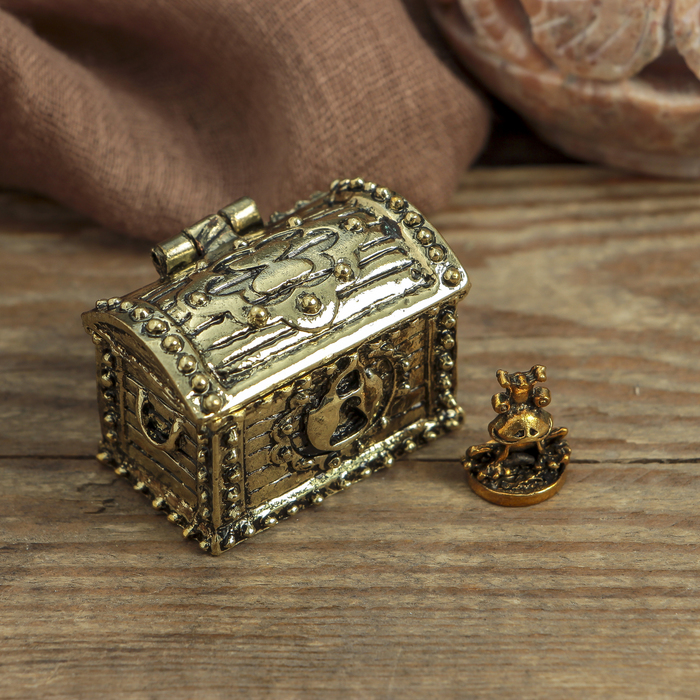 Сундук счастья с золотой жабкой, 3,5 х 2,7 см