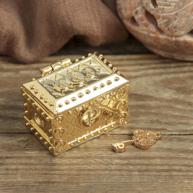 The cash chest with the gold key , 3.5 x 2.7 cm