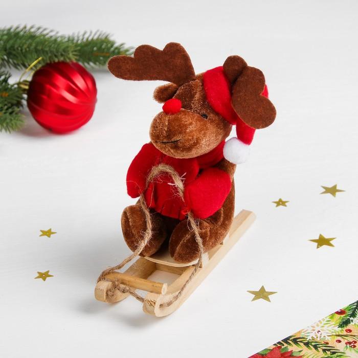 """Мягкая игрушка """"Новогодний олень в санях"""" цвета МИКС"""