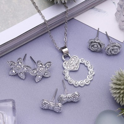 """Headsets 4 items: earrings (3 pairs), pendant """"Flower kit"""", white color in silver, 45 cm"""