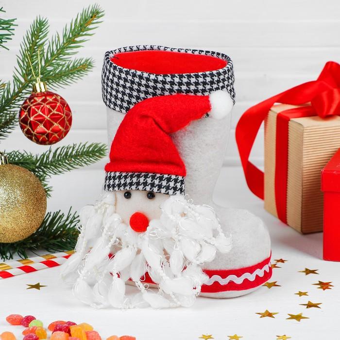 Конфетница «Сапожок», объёмный Дед Мороз, вместимость 400 г, цвет белый - фото 685622556