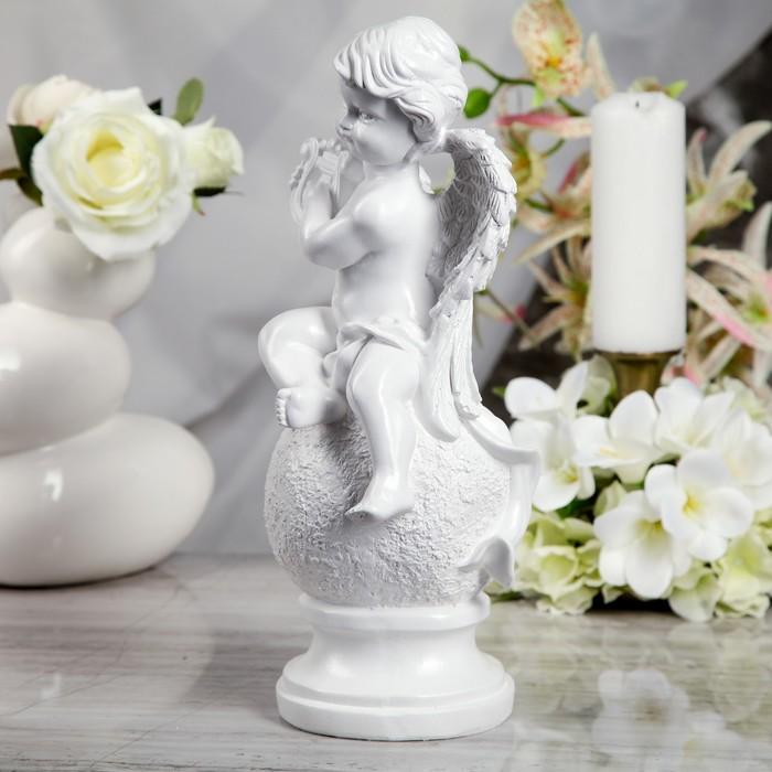 "Статуэтка ""Ангел на шаре с арфой"" белая - фото 537534065"