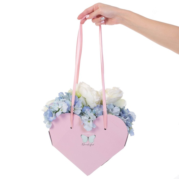 Коробка-сердце складная с лентами «Самой прекрасной», 25 × 20 × 11 см