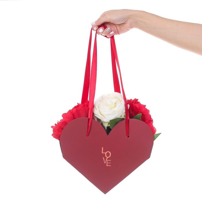 Коробка-сердце складная с лентами LOVE, 25 × 20 × 11 см