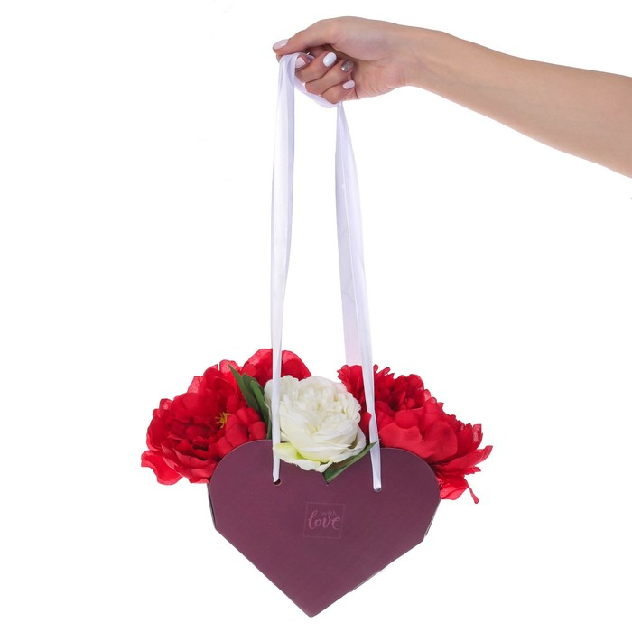 Коробка-сердце складная с лентами with love, 20 × 16 × 9 см