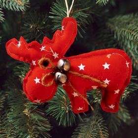 Новогодняя ёлочная игрушка, Набор для создания подвески из ткани «Олень с бубенчиками»,цвет красный