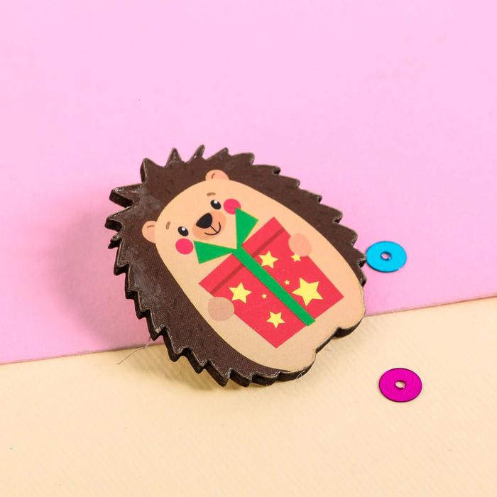 """Значок деревянный в конверте """"Ёжик"""" - фото 303358941"""
