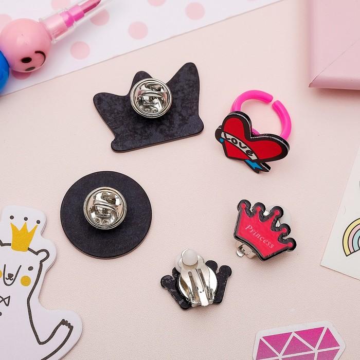 Набор детский 4 предмета: 2 значка, клипсы, кольцо, королева, цветной - фото 408656530