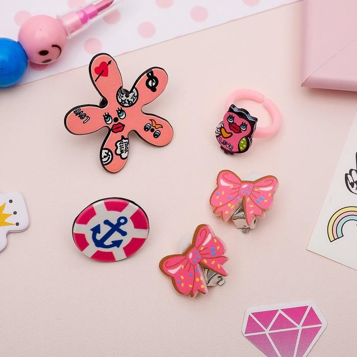 Набор детский 4 предмета: 2 значка, клипсы, кольцо, гёрл, цвет розовый - фото 408656538