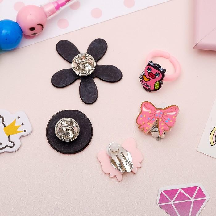 Набор детский 4 предмета: 2 значка, клипсы, кольцо, гёрл, цвет розовый - фото 408656539