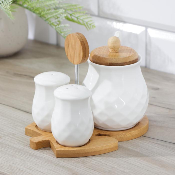 "Set for spices ""Estet"", 3 items: salt shaker, pepper shaker, sugar bowl, on a wooden stand"