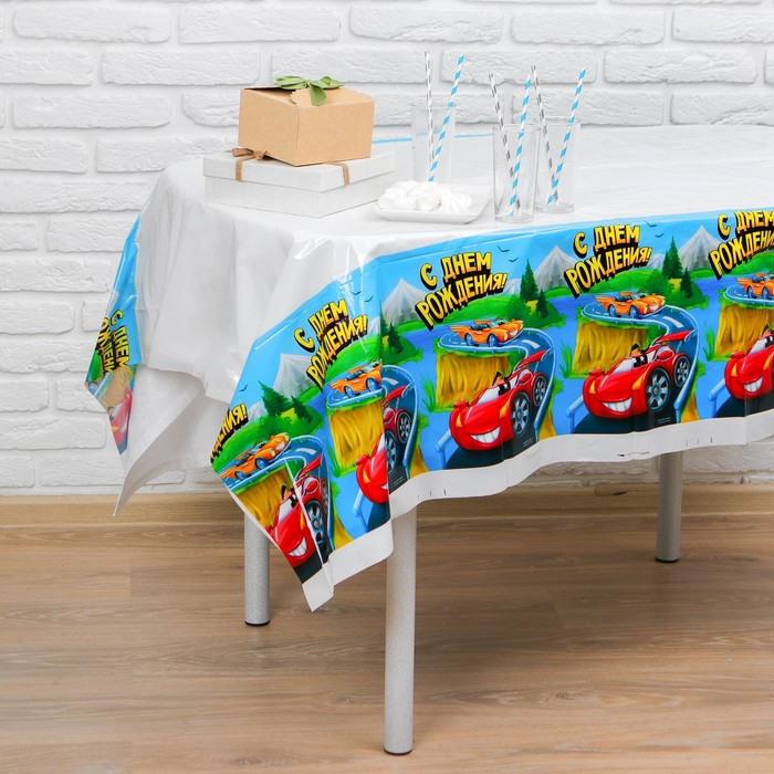 "Tablecloth ""happy birthday"" car, 182 x 137cm"