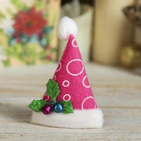 """Магнит """"Новогодний колпак с ягодками"""" 8*6 см розовый"""