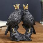 "Сувенир полистоун ""Два чёрных воробья в золотых коронах"" 16,2х14х6 см"