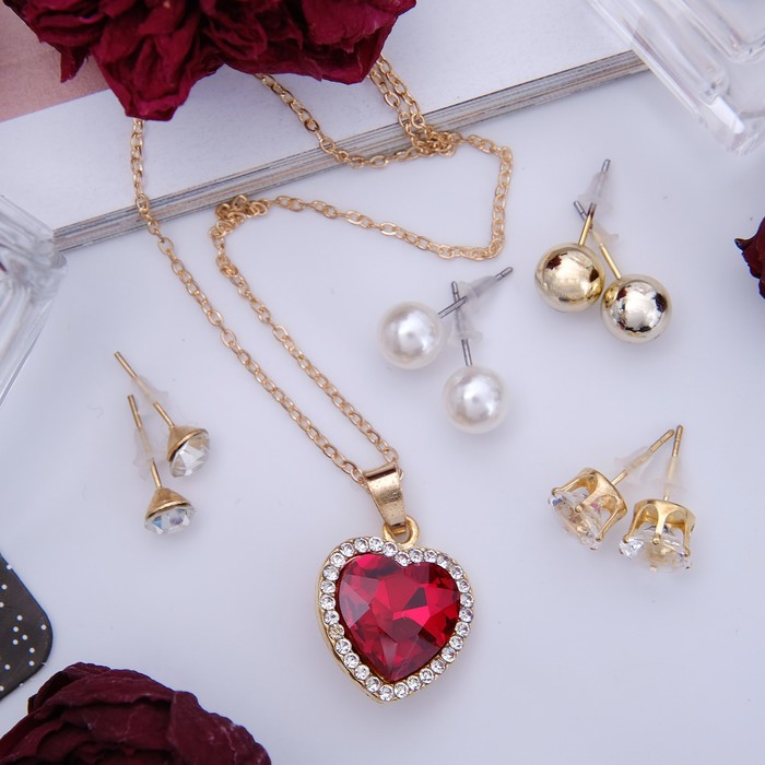 """Гарнитур 5 предметов: 4 пары пуссет, кулон """"Сердечко"""", цвет бело-красный в золоте - фото 2002914"""