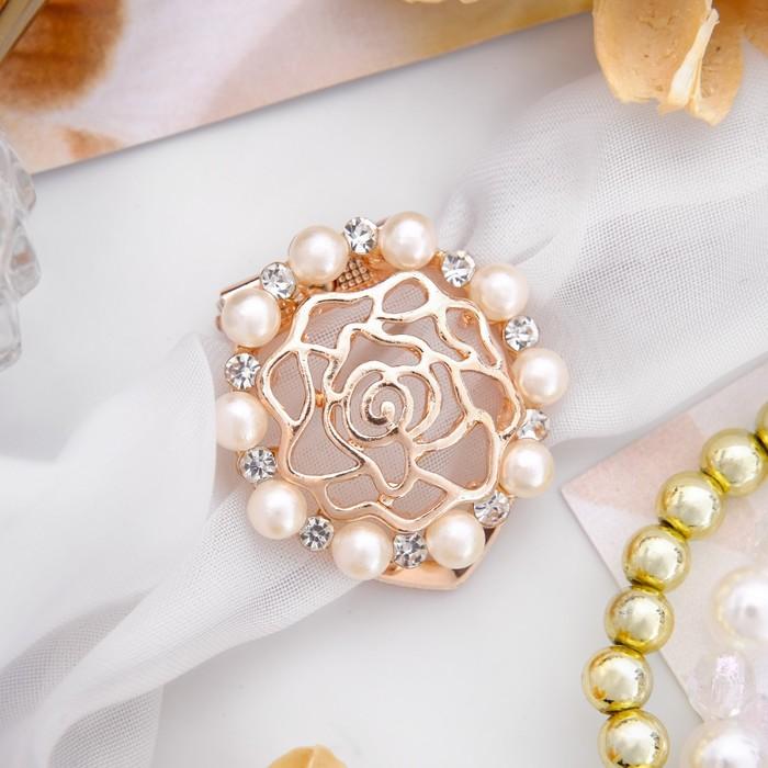 """Зажим для платка """"Цветок роза"""" с жемчужинами, цвет белый в розовом золоте"""