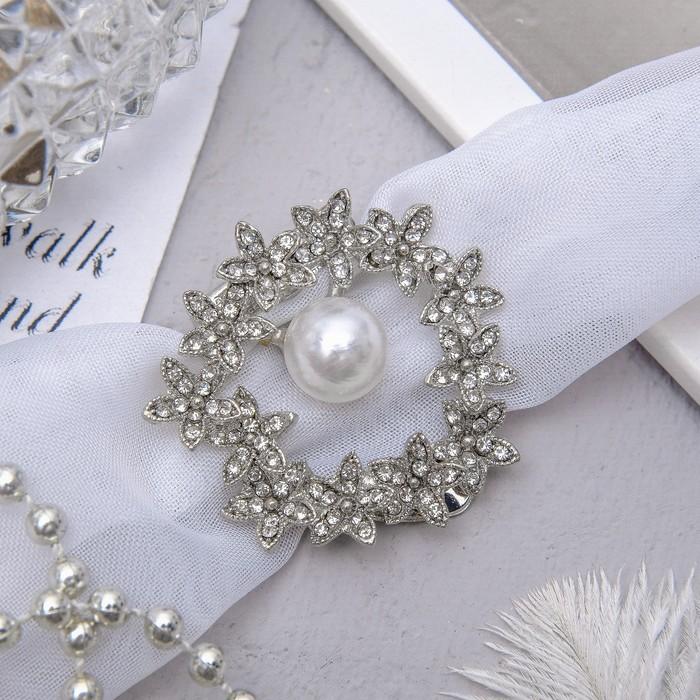 """Зажим для платка """"Цветочный ореол"""", цвет белый в серебре"""