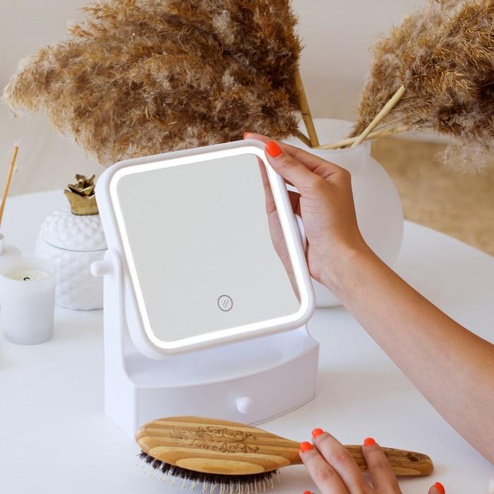 Зеркало LuazON KZ-05, подсветка, 22 × 20 × 9 см, 4хААА, квадратное, белое