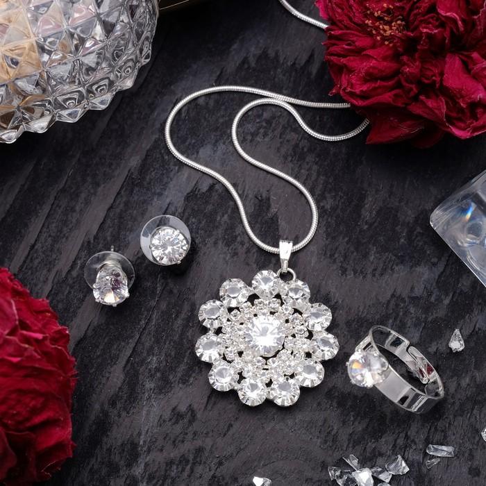 """Гарнитур 3 предмета: серьги, кулон, кольцо безразмерное """"Варьете"""" цветок, цвет белый в серебре, 45 см"""