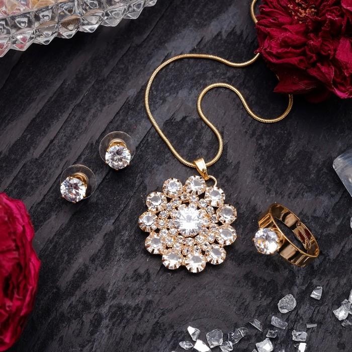 """Гарнитур 3 предмета: серьги, кулон, кольцо безразмерное """"Варьете"""" цветок, цвет белый в золоте, 45 см"""