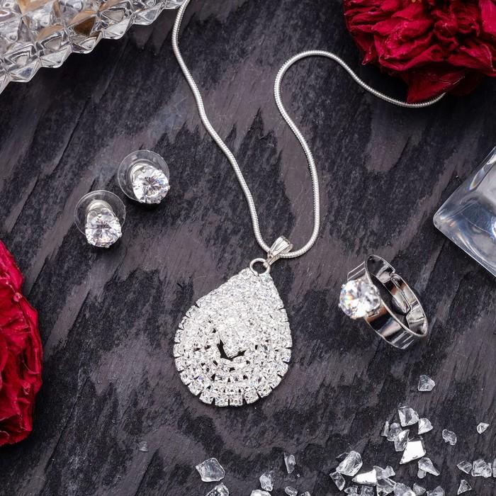 """Гарнитур 3 предмета: серьги, кулон, кольцо безразмерное """"Варьете"""" капля, цвет белый в серебре, 45 см"""