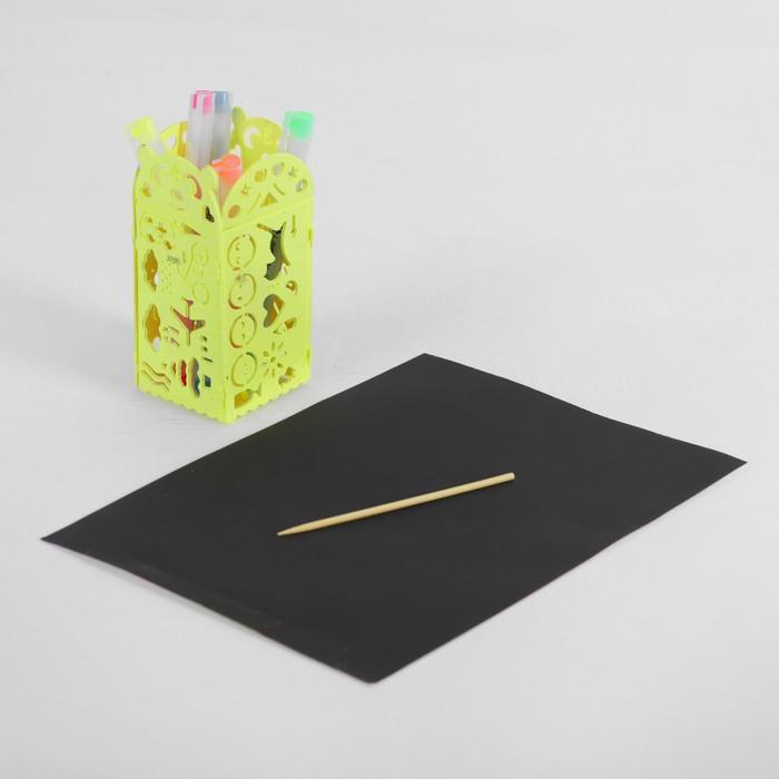 Гравюра с цветным основанием с 4 трафаретами - карандашницей, штихель, цвет желтый