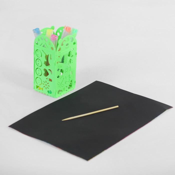 Гравюра с цветным основанием с 4 трафаретами - карандашницей, штихель, цвет зеленый