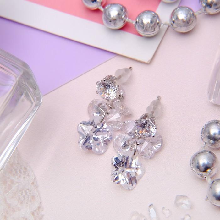 """Серьги с кристаллами """"Эффект"""" гроздь малая, цвет белый в серебре"""