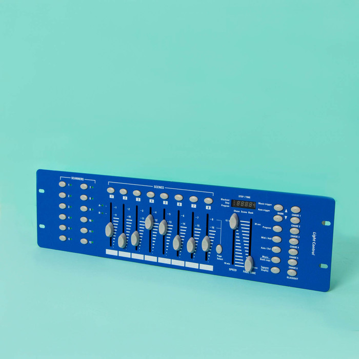 Пульт DMX512, XLR3. 220 В, 6 чейзов, 12 х16 каналов, 8 сцен, 23 банка