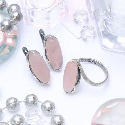 """Гарнитур посеребрение 2 предмета: серьги, кольцо, волны """"Кварц розовый"""", 17 размер"""
