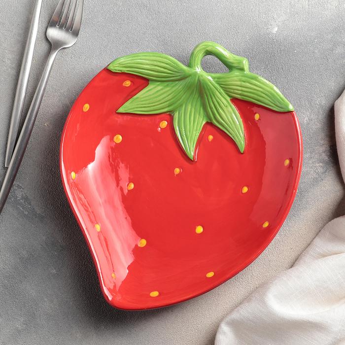 Тарелка «Клубничка», 23,5×20×4 см, цвет красный - фото 798116138