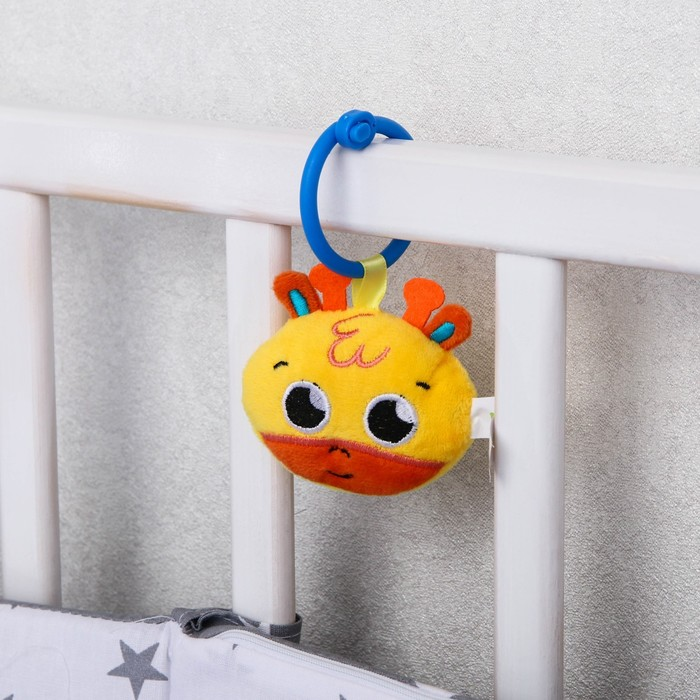 Подвеска мягкая с погремушкой «Жирафик» на кроватку/коляску, виды МИКС (цвет МИКС)