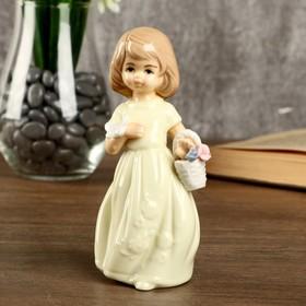"""Сувенир керамика """"Девочка в светло-жёлтом платье с бабочкой и корзиной цветов"""" 14,5х5,8х7см"""