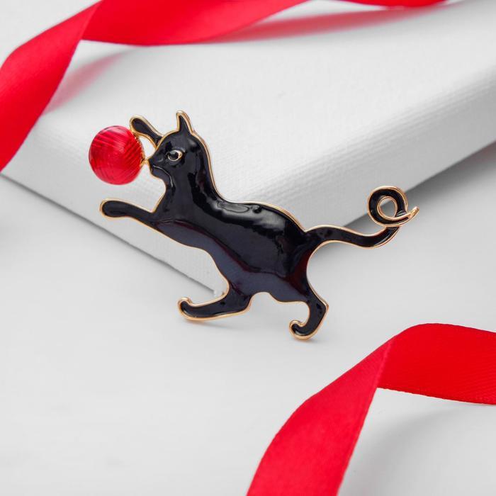 """Брошь """"Котёнок"""" игривый, цвет чёрно-красный в золоте - фото 798130693"""