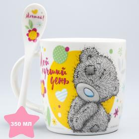 Mug with a spoon in a gift box