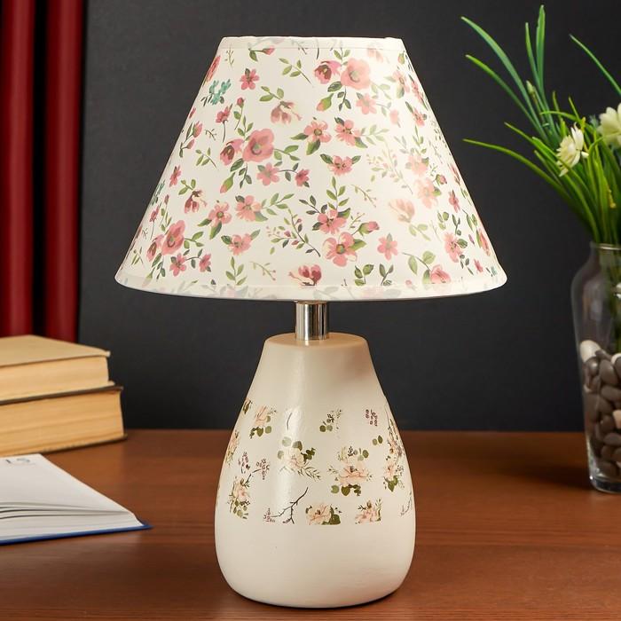 """Лампа настольная керамика """"Мелкие цветочки"""" белый 1х40Вт Е14 33х22х22 см"""
